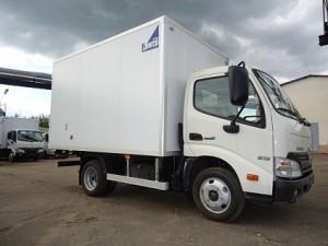 hino300-3-5-promtovarny-furgon